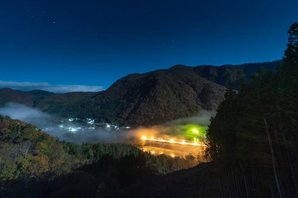 夜と霧と黒部ダム