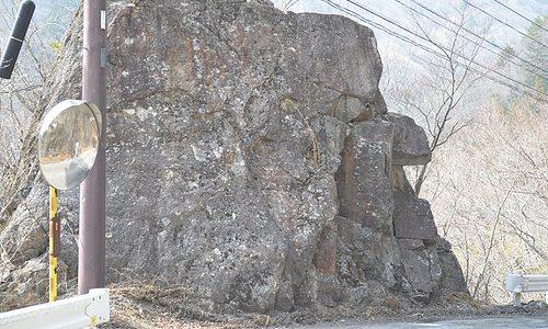 地元民もあまり知らない? 栗山人面岩を発見 若間地区