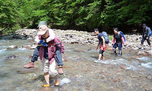 【湯沢噴泉塔トレッキング】 川の横断10回以上。渡るたびに強くなるチーム力<前編>