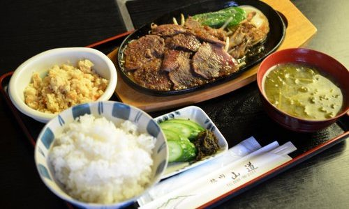 【湯西川温泉 山道】肉汁がそそる「鹿肉ステーキ」が人気!湯西川唯一の焼肉店