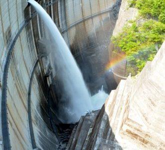 レインボー!8年ぶりの川治ダム点検放流。マニアと一緒に盛り上がり