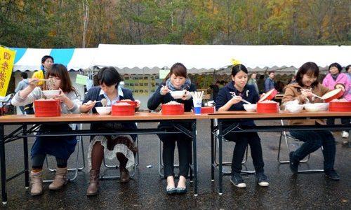 【奥鬼怒・川俣温泉 新そば祭2013レポ】雨でも大盛況。助っ人高校生も再び