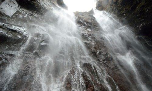 片道約5時間。地図にもない。「滝百選」を超える「伝説の秘瀑」は、確かに日光市・栗山にあった。 上栗山地区 三沢大滝②