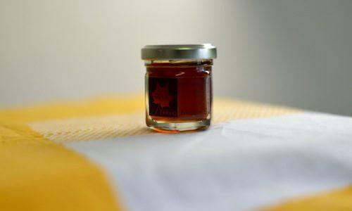 純正土呂部産「メープルシロップ」。1番しぼりが完成