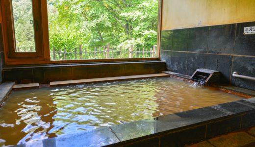 【上栗山温泉 開運の湯】茶色っぽくて、よく温まる。住民も使う趣ある共同浴場
