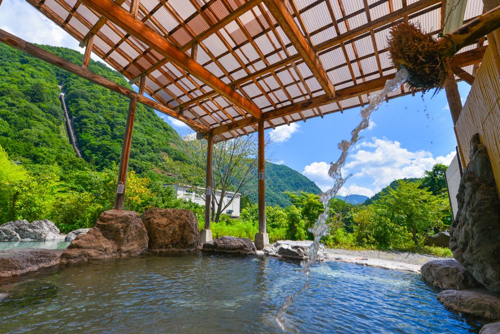 四季の湯の露天風呂(男湯)