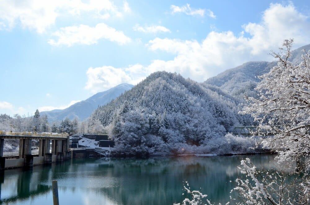 雪と黒部ダム