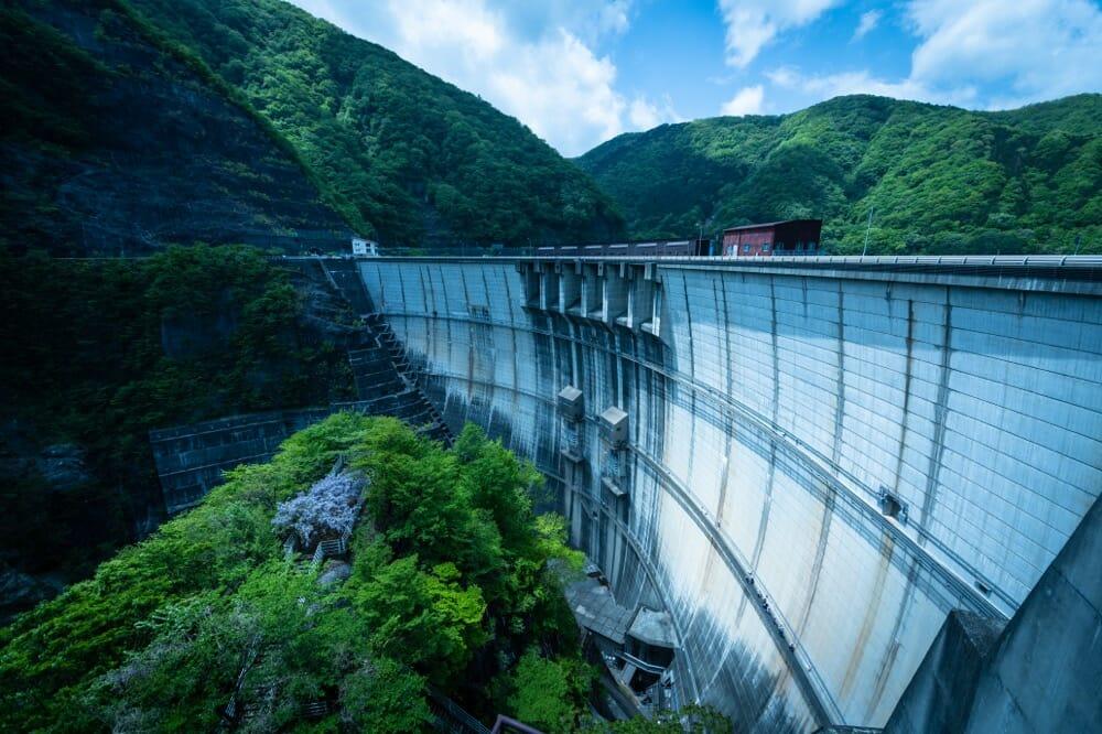 川治ダム(下流から)