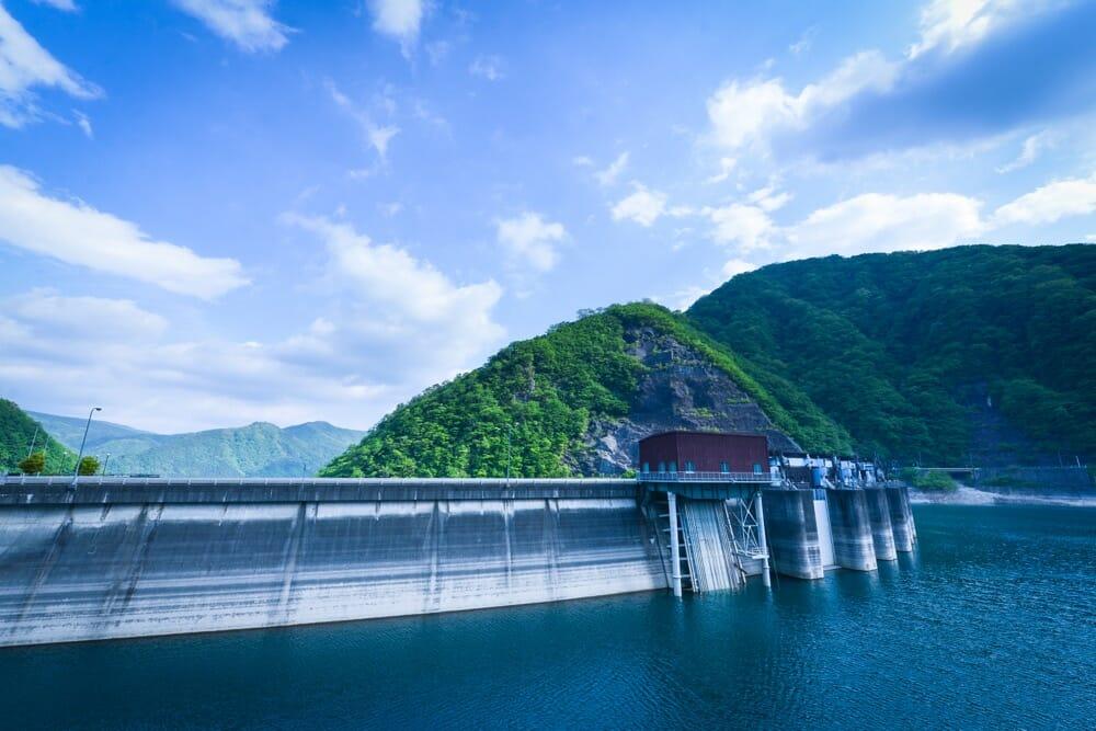 川治ダム(上流から)