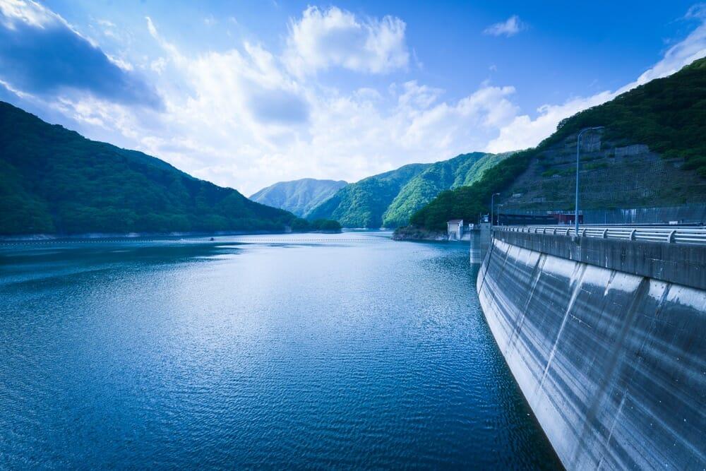 新緑の川治ダム