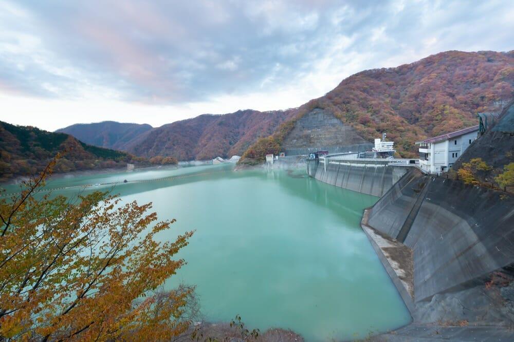 紅葉シーズンの川治ダム