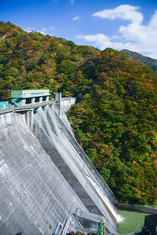 紅葉の五十里ダム